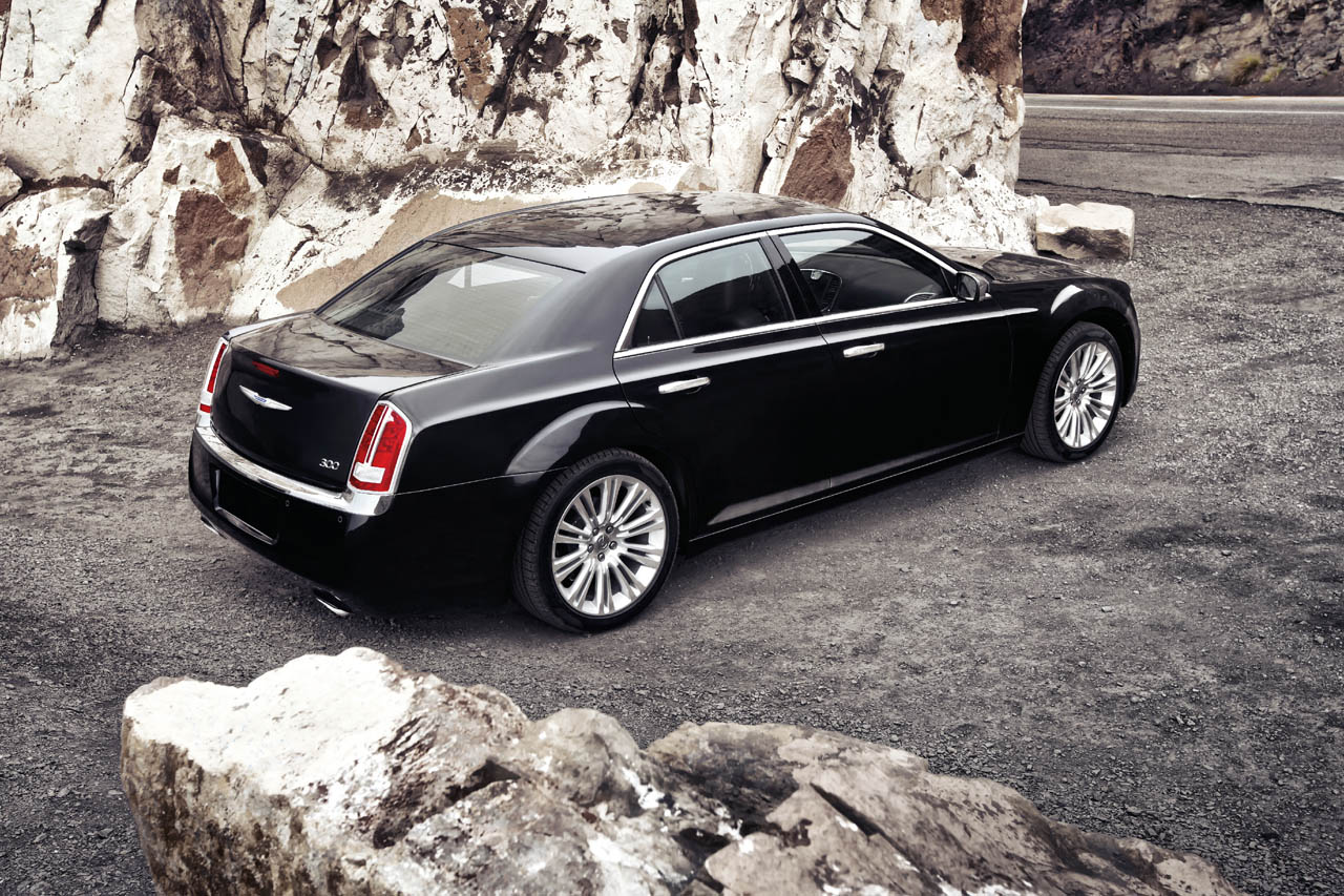 2011 Chrysler 300 Official Photos Amcarguide Com