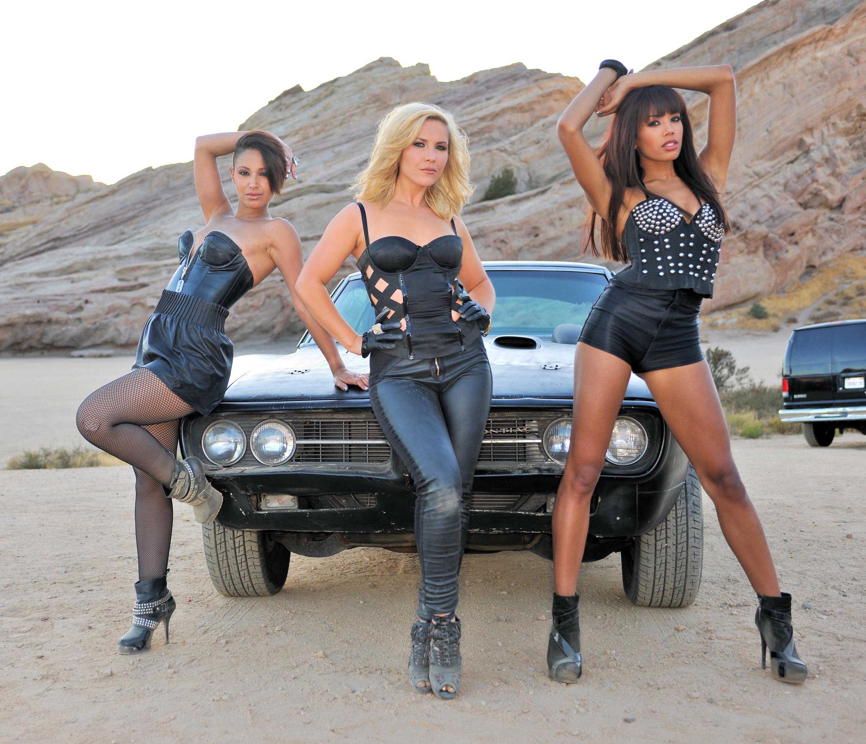 Три девицы и один мужик 4 фотография