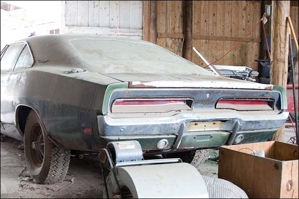 Muscle Cars in Barns, fields and elsewhere | AmcarGuide.com - American