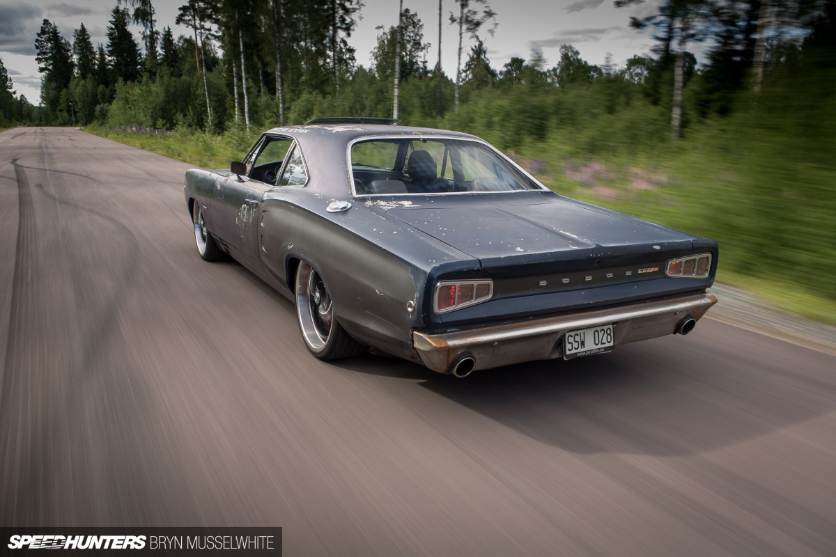 Dodge Coronet with a 2007 Charger SRT8 (6.1 HEMI V8) to get the old