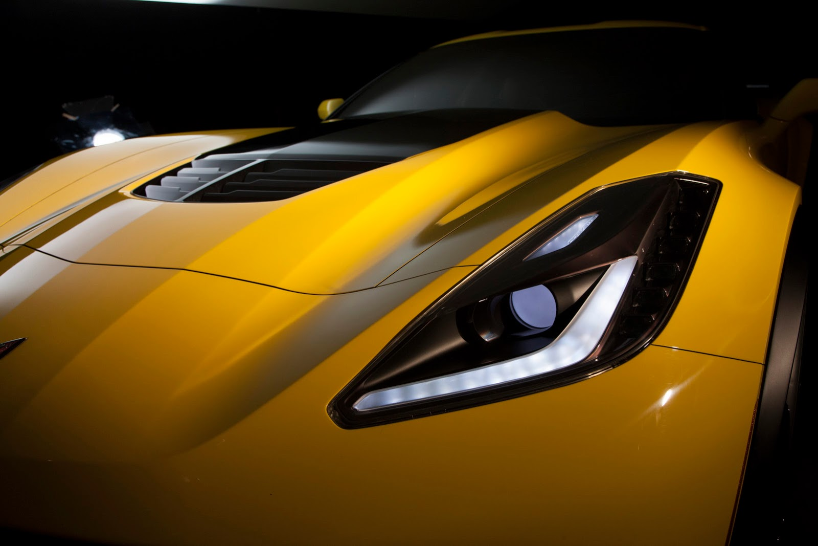 hood with functional hood vent is standard on the 2015 Corvette Z06