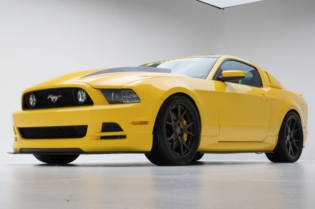2014 mustang gt yellow jacket american muscle car guide. Black Bedroom Furniture Sets. Home Design Ideas