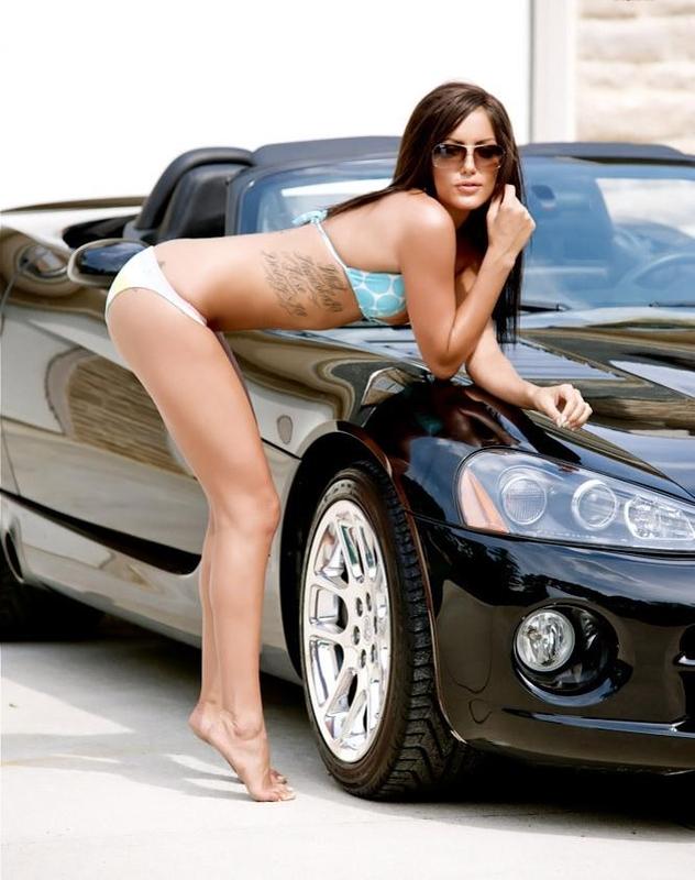 Gorgeous brunette posing naked